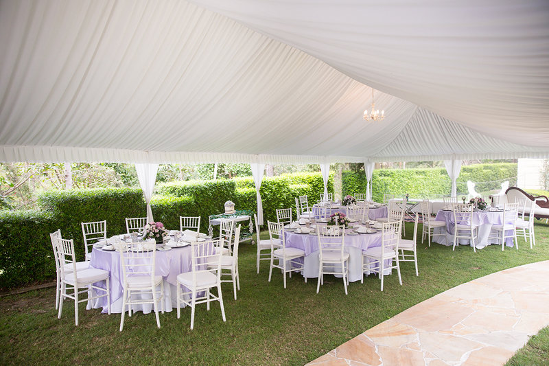 Marquee_weddings_setup_with_round_tables_optimized